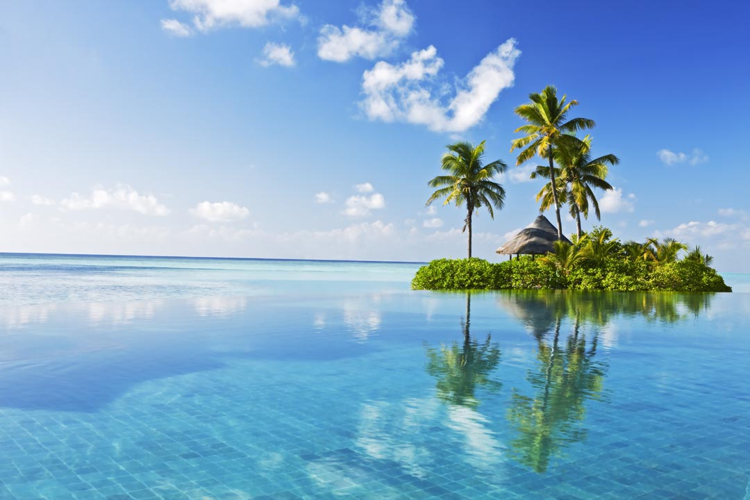 Фотообои остров в чистом океане