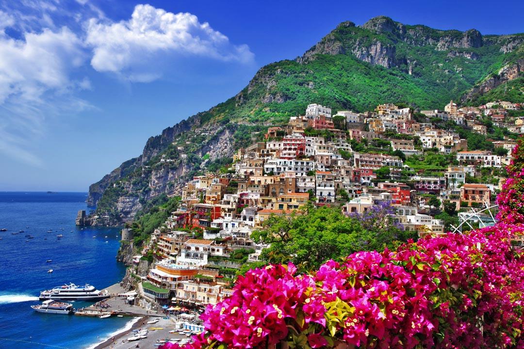 Фотообои город на скале над морем