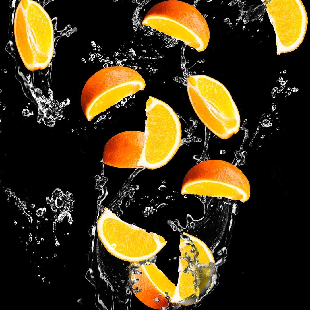 Фотообои апельсинкаи на чёрном фоне