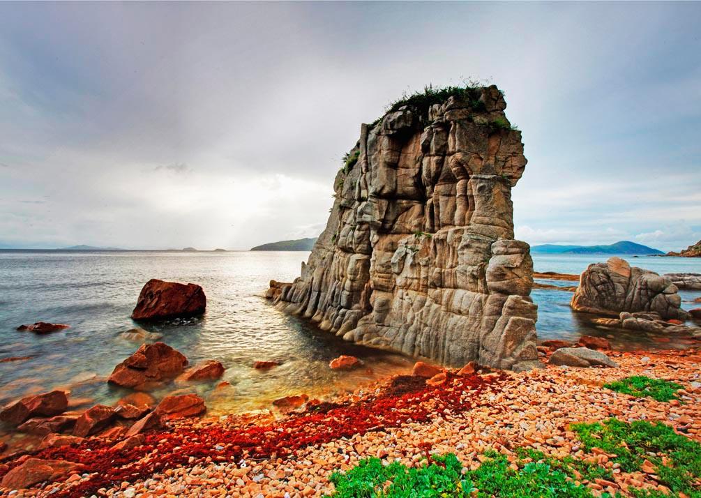 Фотообои Маленькая скала, вода