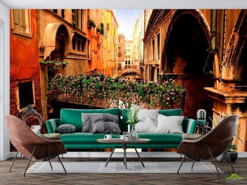 Фотообои Венеция по выгодной цене Фотообои Улочка в Венеции с цветами