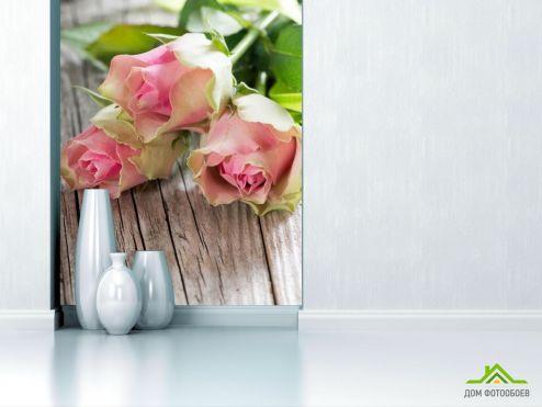 Розы Фотообои розы на деревянном столе