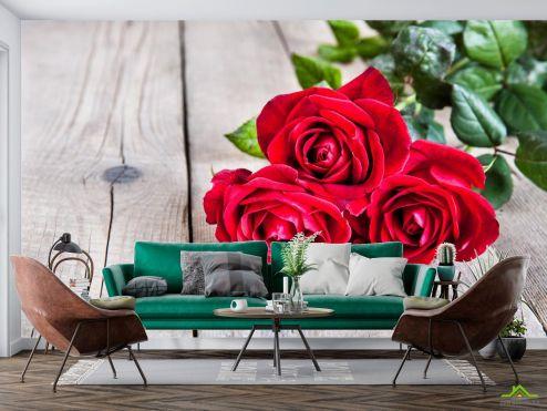 Розы Фотообои три красных розы на деревянном фоне